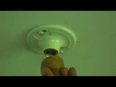 How To Remove A Broken Light Bulb Youtube