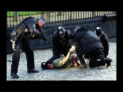 شاهد: الشرطة البريطانية توقف شخصا داخل حرم البرلمان باستخدام مسدس صاعق…  - نشر قبل 32 دقيقة