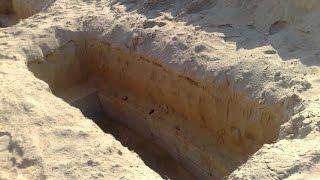 Kisah Nyata: 17 Tahun Tinggal Di Kuburan