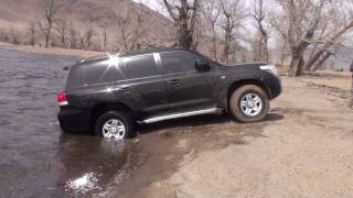 Land Cruiser 200 winching in Mongolia