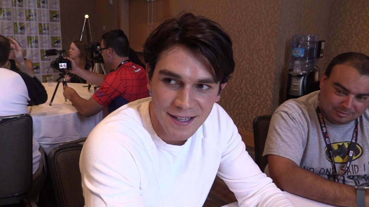 Comic Uno Sdcc 2016 Riverdale Kj Apa Interview Archie Youtube