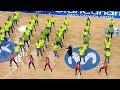 Soraya baila con los voluntarios Qué bonito, el himno de la Copa
