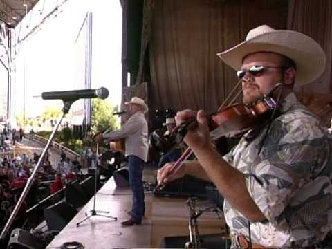 Alan Jackson - Chattahoochee (Live at Farm Aid 2000)