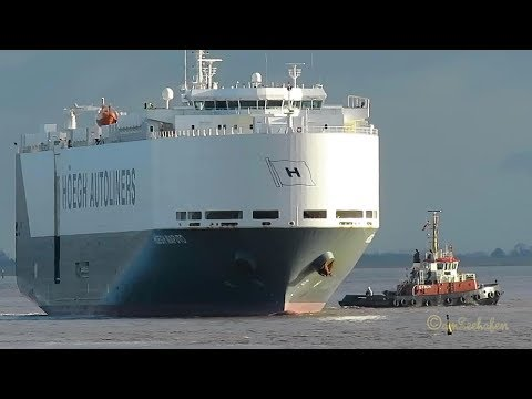 car carrier HÖEGH MAPUTO LAJS7 IMO 9431850 exit Emden with tug assistence RoRo merchant vessel