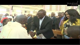 RUTO AND HIS BATTALION BADLY ATTACKS RAILA IN NAIVASHA!!!