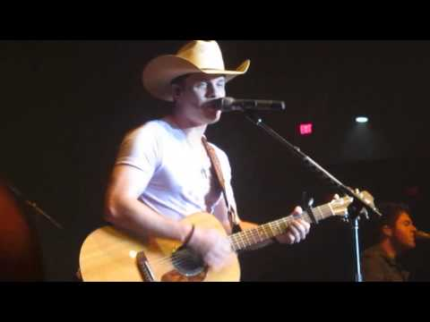 Dustin Lynch- Dancing In The Headlights
