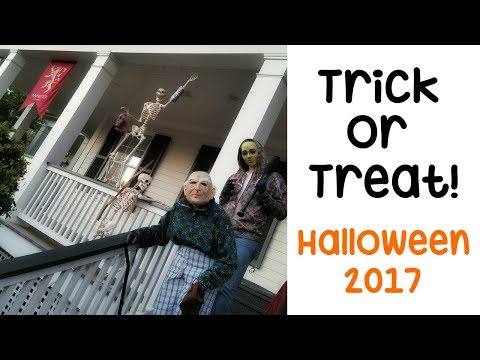 Trick or Treating 2017 🍭 Celebration Florida (The town that LOVES Halloween 🎃) VLOG