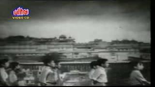 """Aao Bachho Tumhe Dikhayen"" :: JAGRUTI (1954)"