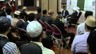 Meeting of Students from United Kingdom with Hazrat Mirza Masroor Ahmad, May 4, 2009