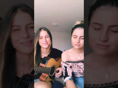 """Julia e Rafaela cantando"""" deixe me ir1kilo"""""""