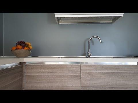 Pittura per piastrelle bagno cucina vernice per interni colorata resina epossidica avorio chiaro sim. Resina Per Pareti Youtube