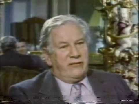 PETER USTINOV TAKES US ON A TOUR OF RUSSIA, 1985 (92)