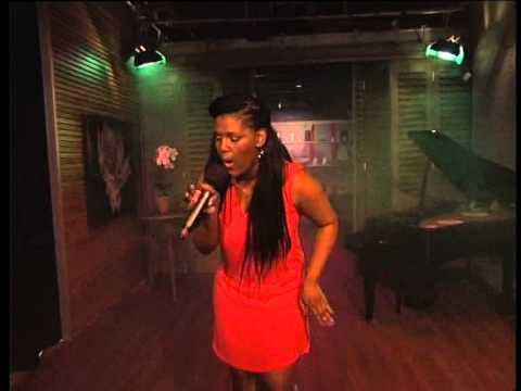 Nomakhosi performs on Expresso