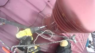 Монтаж трубы. Высотные работы.(Установка вентиляционной трубы на крыше. Промышленные альпинисты. http://germetizaciya-shv.ru/, 2015-03-22T17:42:33.000Z)