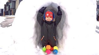 Playing with Colored Balls Emoji | Winter Fun at Snow Fort with Daddy | Smiley Face Snowball Fight
