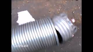видео: Секционные ворота гаража.  Меняем пружины своими руками.Ремонт ворот.