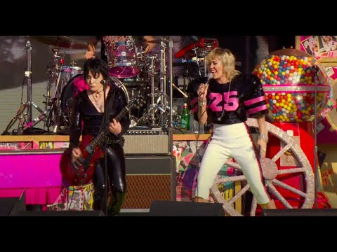 Miley Cyrus & Joan Jett – (Live at the SuperBowl #TiktokTailgate)