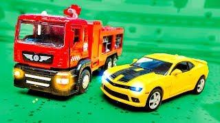 Мультики про машинки с игрушками | Пожарная машина спешит на помощь | Игрушечное видео про машинки