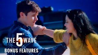 Maika Monroe - The 5th Wave - Bonus Features - Gag Reel