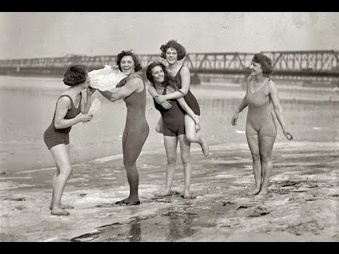 17 MACK SENNETT'S BATHING BEAUTIES FROM THE 1910s AND 1920s