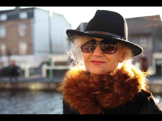 Grakščios gulbės-Grand kanalo puošmena - Silvija Travel Tips - Unravel Travel TV