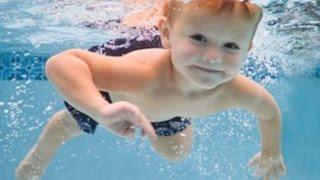 Дети плавают в бассейне.Как плавают грудные дети.(Как маленькие ДЕТИ ПЛАВАЮТ в бассейне вы можете посмотреть на этом видео.Здесь Егорке 1.2 года .https://vk.com/zdorovyy_..., 2014-11-29T09:26:25.000Z)
