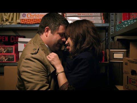 Stranger Things 2 - Joyce & Bob Kiss Scene 4K