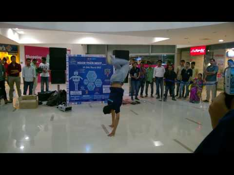 Slow motion Aashiqui 2 love theme dance by Rahul in MTM 2K15 (UJJAIN ENGINEERING COLLEGE )