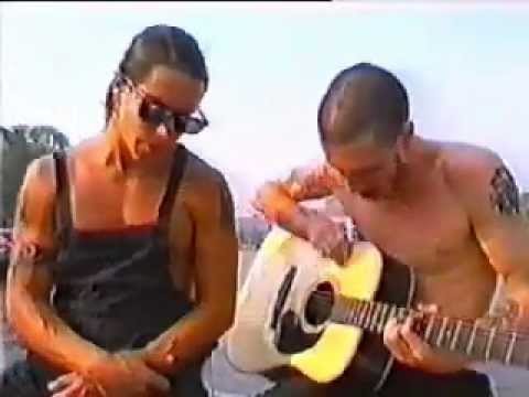 Red Hot Chili Peppers - Under The Bridge (Live Acoustic Amsterdam 1991)
