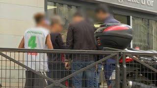 Quartier de la Goutte d'Or à Paris: qui sont ces jeunes qui vivent dans la rue?