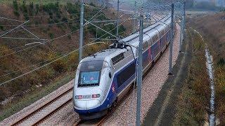 世界の車窓から。高速列車から撮影した戦闘機と並走する風景とかすごいなおい!(フランス)