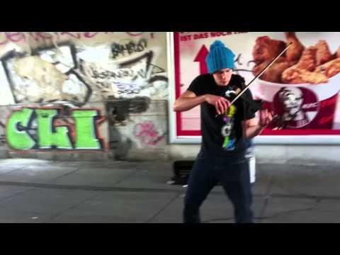 Berlin Underground Street Music - Roberto Savaggio with his amazing violin