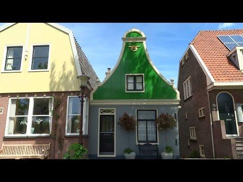 Nieuwendammerdijk - Amsterdam Noord: Pittoresk straatje met houten huizen