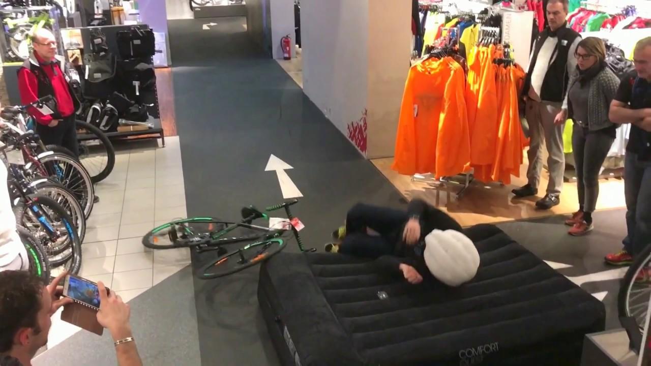 stefan steinweg testet den fahrrad airbag fahrrad xxl kalker youtube