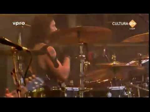 Kings Of Leon - No Money (Live in Pinkpop 2011)