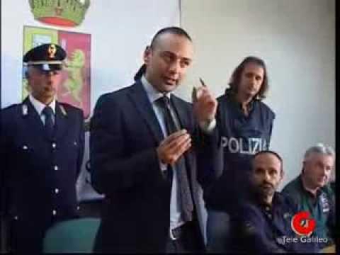 Terni polizia scopre truffa per passare prova scritta for Prova dello specchio polizia youtube