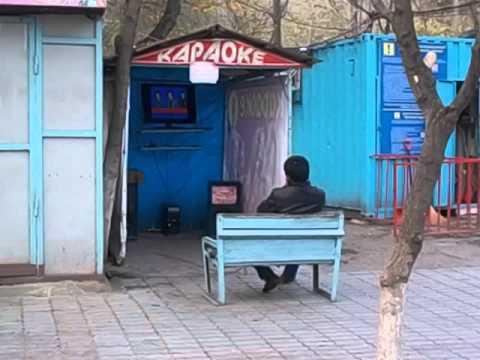 Kirguistán  Kyrgyzstan  Osh  2015 1 Karaoke en la calle, gran cantante