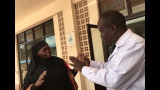 Ugandan Minister Disguises As Patient, Catches Corrupt Hospital Workers Collecting Bribe