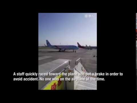 Airplane accidentally reverses in Inner Mongolia, luckily stopped by staff before disaster happens