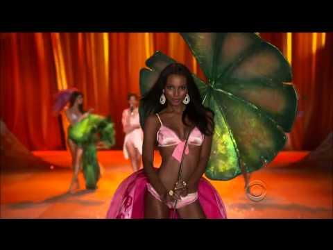 Rihanna - Phresh Out The Runway (Victoria's Secret Fashion Show)
