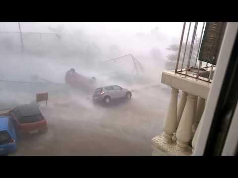 Dangerous Rain And Cyclone Vardah In Chennai And Thamilnadu,India
