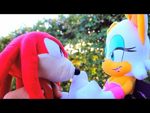 Sonic Plush: Knuckles vs Rouge - YouTube