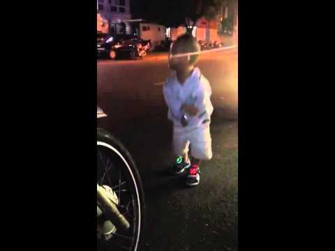 Con trai Hieu Hien nhay Gangnam Style