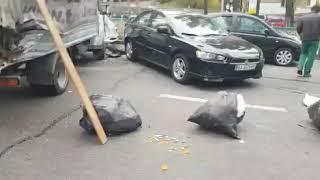 В центре Киева кран без тормозов смял 20 машин, 23.10.2018