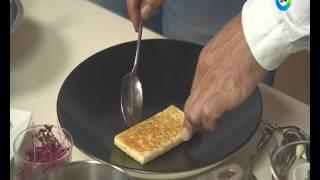 Рецепт тоста с лососем и яйцом-пашот. Рубрика Пора завтракать.