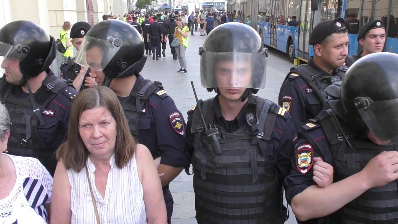 Мирный митинг в Москве ОМОН и Росгвардия избивает и задерживает людей 27 07 2019