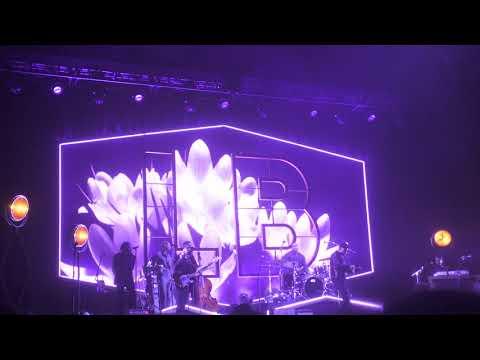 Leon Bridges - Lisa Sawyer @ Radio City Music Hall 10/5/18