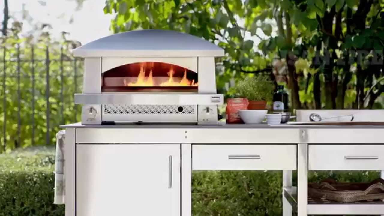 Make Great Pizzas At Home With The Kalamazoo Outdoor Pizza Oven You
