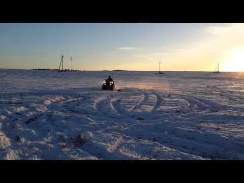 Квадроцикл Stels ATV 800 D гоняет по снегу!