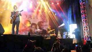 Noah - Menunggumu In Pantai Kartini Jepara.3gp